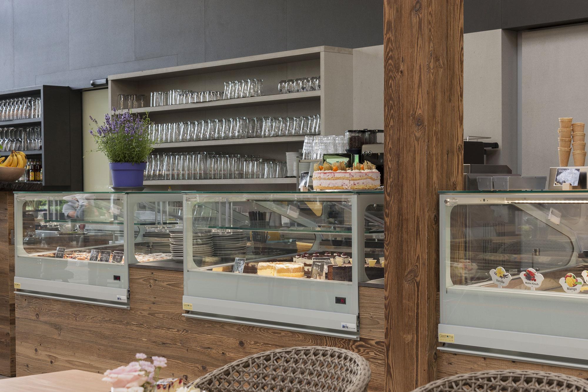 Tischlerei Stöckl Ebbs Café Einrichtung Möbel Inneneinrichtung Theke Holz