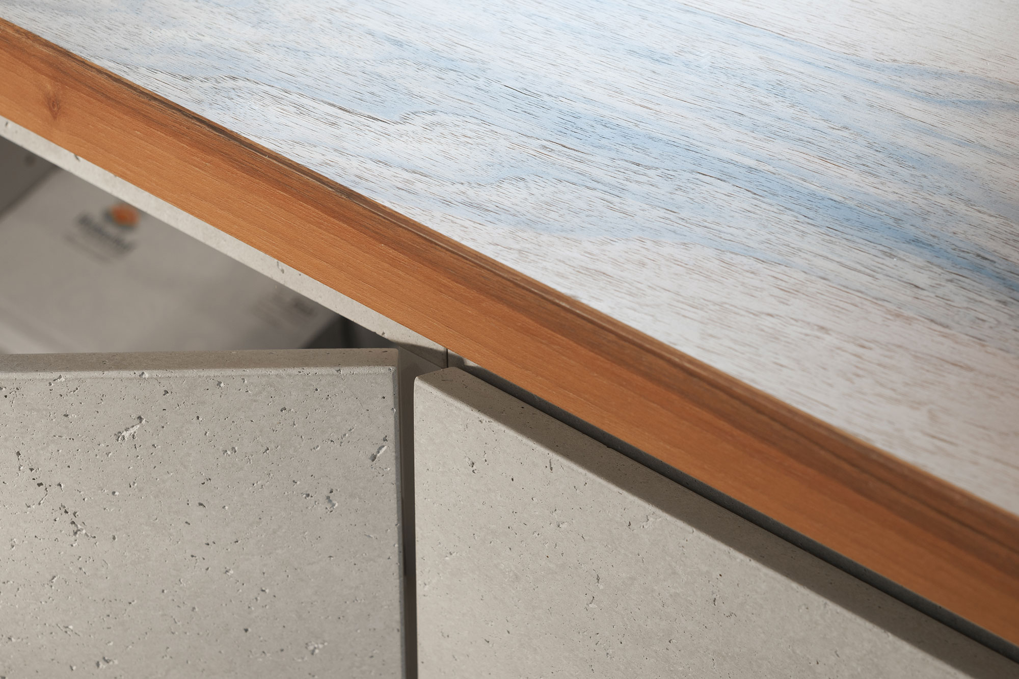 Tischlerei Stöckl Ebbs Büro Büroeinrichtung Inneneinrichtung Möbel Holz Schreibtisch Detailaufnahme