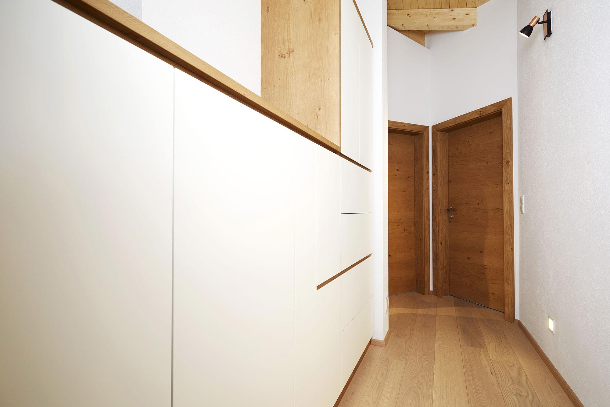Tischlerei Stöckl Ebbs Kompletteinrichtung Einfamilienhaus Schränke Flur Türen Holzboden