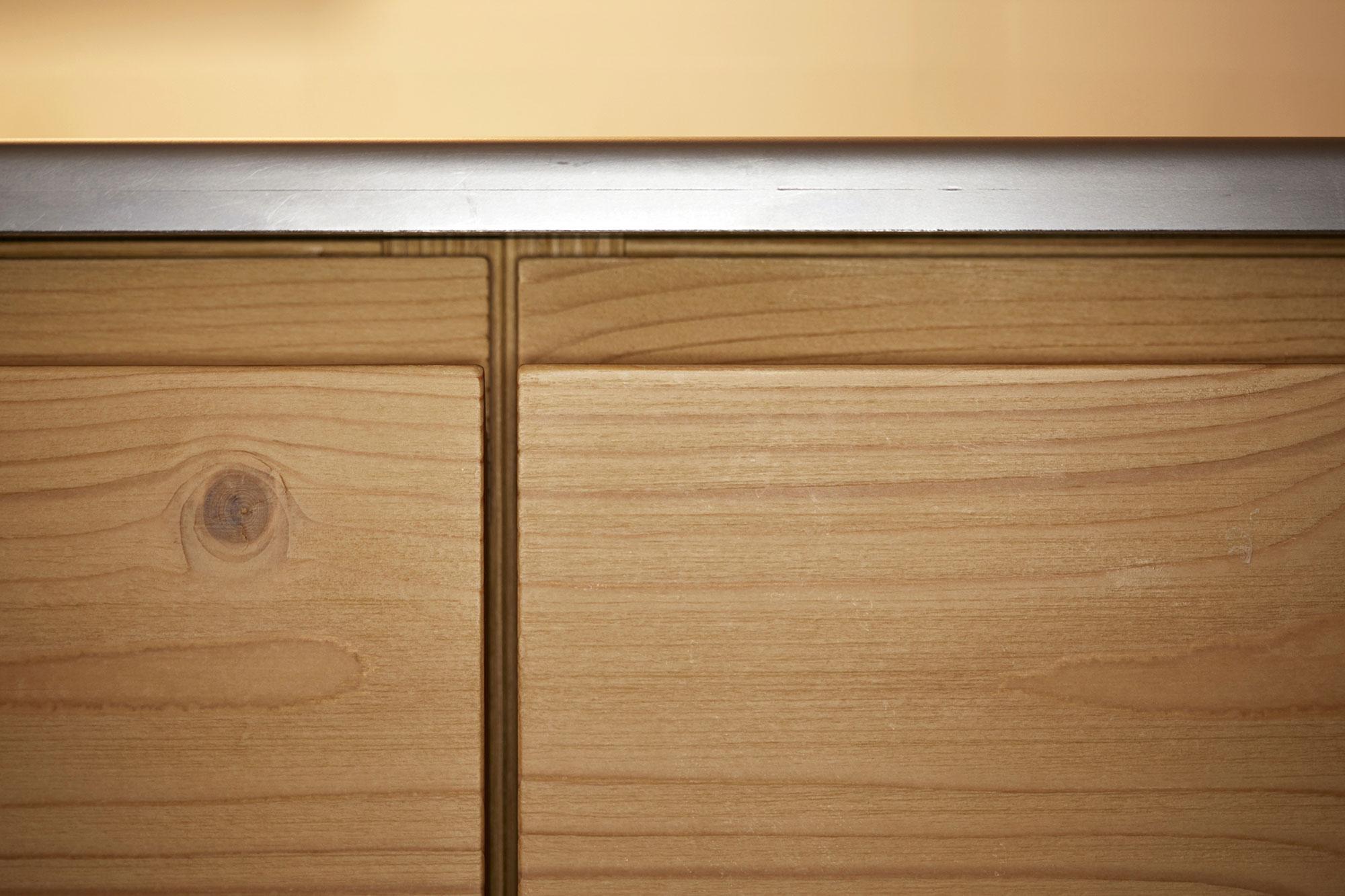 Tischlerei Stöckl Ebbs Inneneinrichtung Küche Bora Classic Detailaufnahme Holz