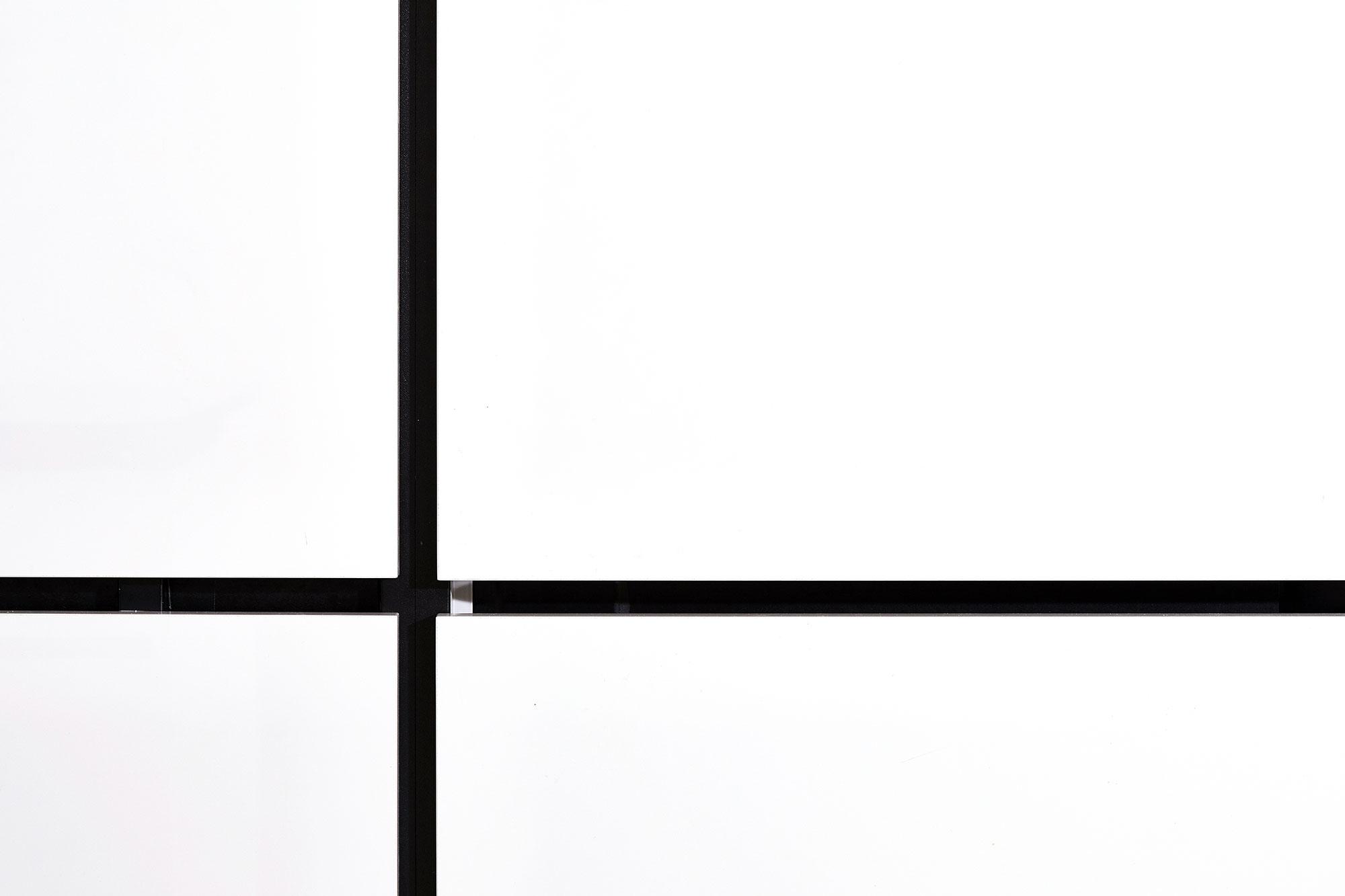 Tischlerei Stöckl Ebbs Inneneinrichtung Küche Wohnküche Hochglanz black/white Detailaufnahme